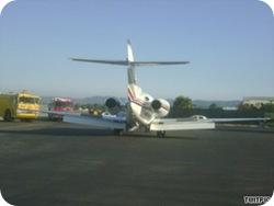 pesawat yang membawa Arnold