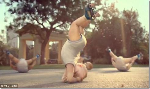 baby play roller-skating_3
