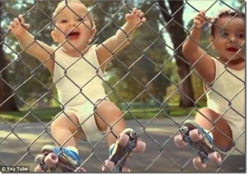 baby play roller-skating_4