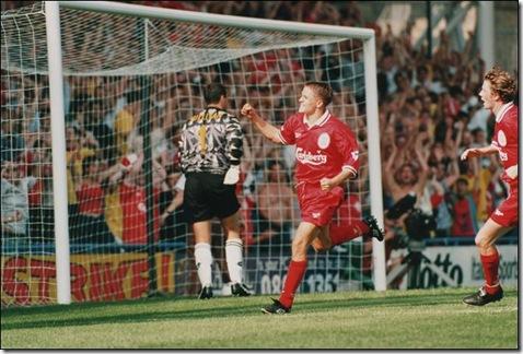 owen_gol pada debut Liverpool 1997
