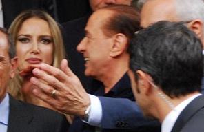 Patrizia D'Addario bersama Berlusconi