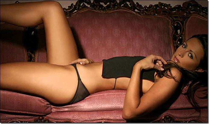 Vanessa Perroncel_pose model 1