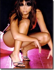 Vanessa Perroncel_pose model